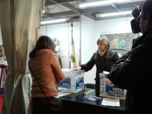 IMATGE - votació en l'edició del 2012 durant la Fira de Nadal d'Ascó.
