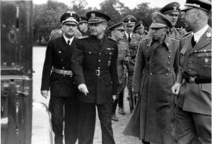 Span. Innnenminister besichtigt die Kaserne der SS in Lichterfelde; Serano Suner (2. v. links); SS Obergrf. Wolff; Span. General Morcardo; Verteidiger Alcazar; Daluege; Himmler