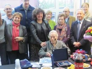 Teresa Bilbe medalla centenaria Ascó 18-11-2013