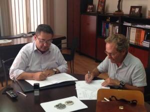 Signatura acord Casa Montagut 7-8-14