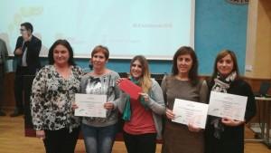 Les alumnes, recollint el premi d'emprenedoria d'FP a l'Ebre.