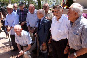 Imatge de grup dels nou supervivents de la lleva del biberó que han participat en l'acte d'homenatge a les víctimes i els combatents de la batalla de l'Ebre. Imatge del 25 de juliol de 2016. (horitzontal)